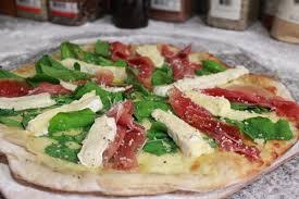 Pizza de queso brie