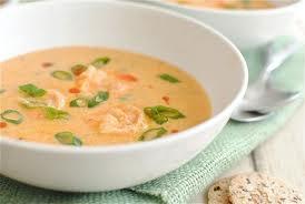 Sopa de leche de coco y camarones