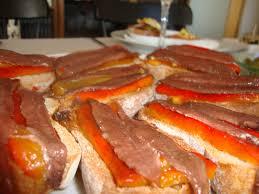 Pimientos rojos asados con jamón