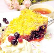 Crema inglesa con coulis de frutos rojos, copos de arroz y frambuesas