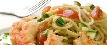 Espaguetis con calabacines y gambas
