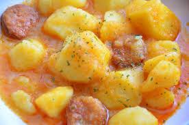 Patatas con chorizo