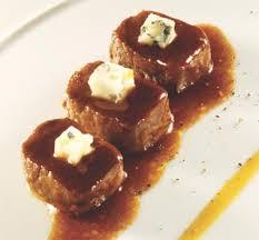 Lomo con salsa de guindas y pure roquefort