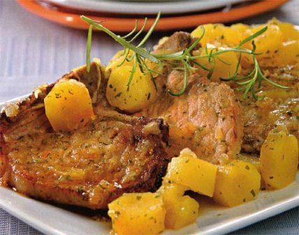 Costillas de cerdo con batatas y romero