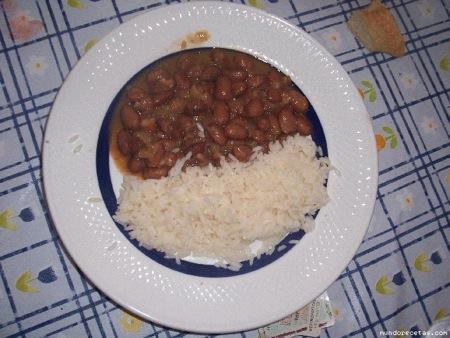 Judías pintas con arroz