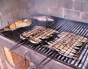 Receta de como preparar los alimentos a la parrilla for Como cocinar pescado
