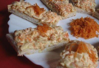 Canapés de anchoas y pasta de aceitunas