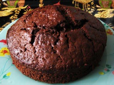 Pastel frío de chocolate y frutos secos