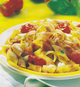 Macarrones con tomate y queso brie