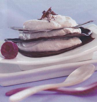 Milhojas de chocolate con mousse de plátano