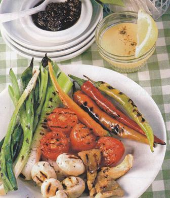 Parrillada de verduras con tapenade y alioli