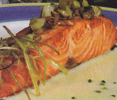 Salmón a la plancha con salsa de puerros