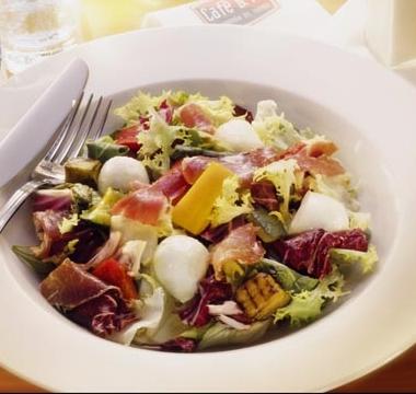 Ensalada tibia de verduras y brotes de soja