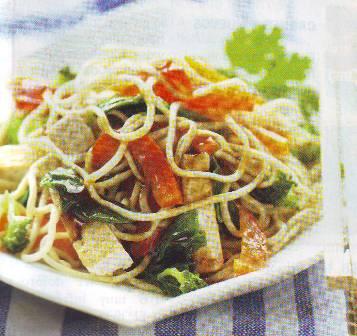 Tallarines con hortalizas saleadas
