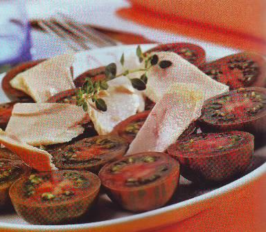 Ensalada de tomates atigrados y ventresca de bonito