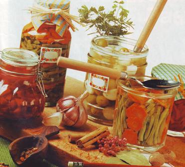 Trío de jardinera, olivas y encurtido vegetal