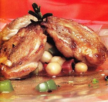 Pechugas de codorniz sobre vinagreta de alubias y jamón
