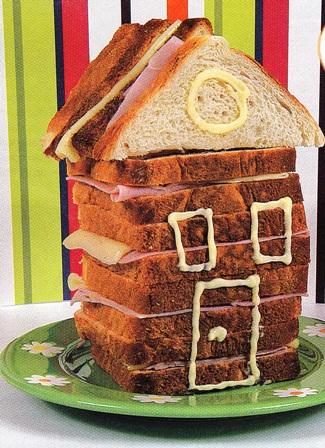 Casita de sándwiches de jamón y queso