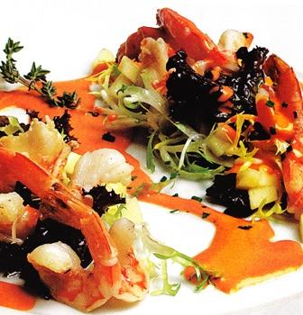 Ensalada de langostinos con gazpacho emulsionado