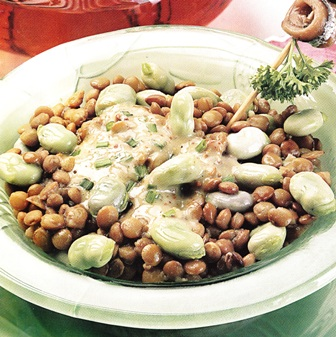 Ensalada de lentejas con habitas y salsa de anchoas