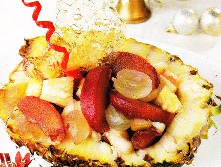 Piña rellena con fruta