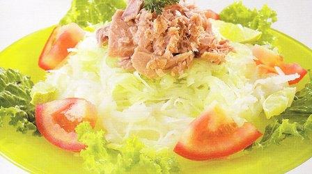 Atún con ensalada de lechuga y jícama