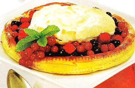 Tarta de frutos rojos con merengue