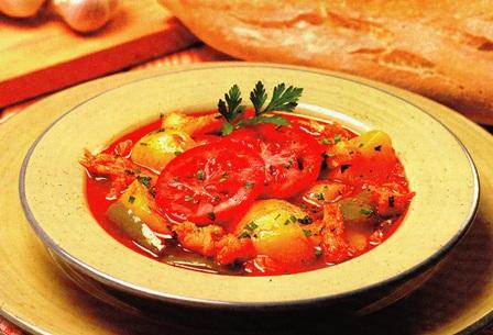 Receta de sopa de patatas con bacalao y tomate - Patatas en caldo con bacalao ...