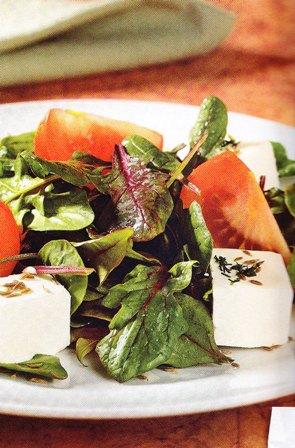 Sencilla ensalada de espinacas rojas