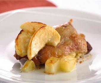 Pato con manzanas
