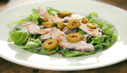 Ensalada de cerdo y olivas