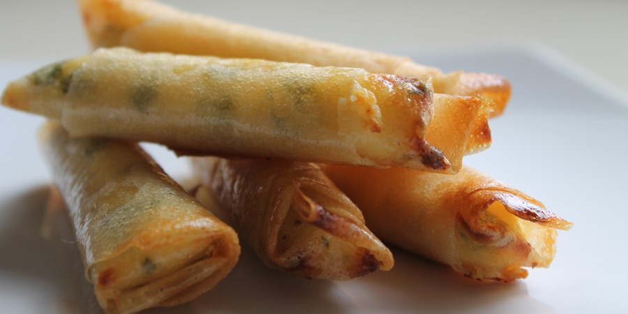 Masa filo rellena de verduras y queso de cabra