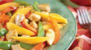 Salteado de pollo con pimientos y mango